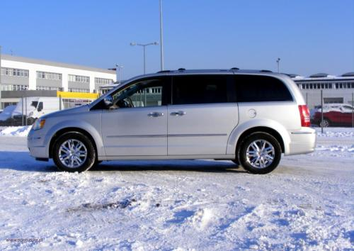 chrysler-town-country-2010-limited[3]